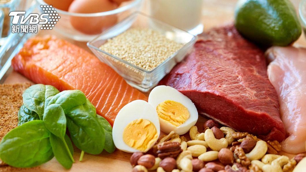長輩應多攝取營養蛋白質,提升免疫力對抗疫情。(示意圖/shutterstock達志影像) 每餐最好多吃蛋白質!營養師籲長輩遵守4大飲食守則