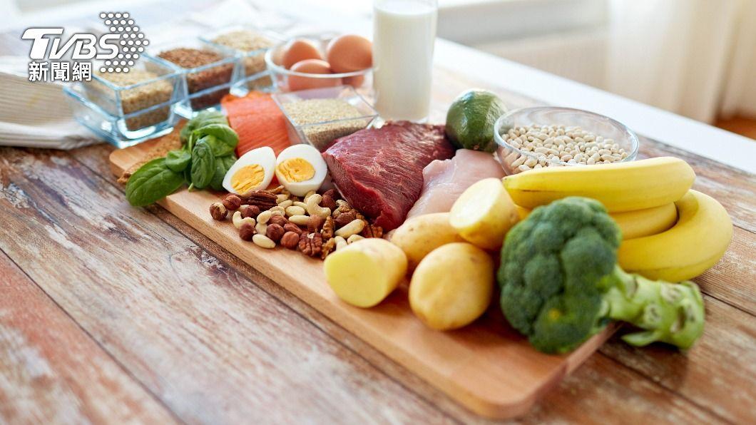 「5:2輕斷食法」降低腸胃負擔,可打造吃不胖體質。(示意圖/shutterstock達志影像) 羨慕吃不胖?營養師曝「5:2輕斷食」減腸胃負擔輕鬆瘦