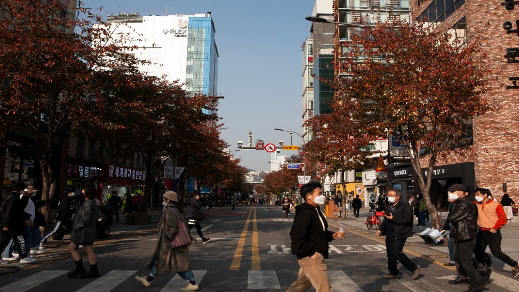 圖/翻攝自 Shutterstock AZ混打輝瑞 南韓研究:中和抗體是打兩劑AZ六倍