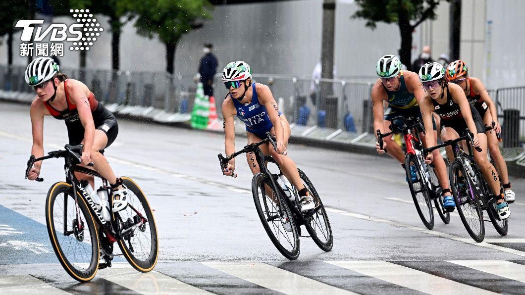 圖/達志影像美聯社 東京灣臭到吐?奧運「鐵人三項」選手賽後倒一團因天氣酷熱