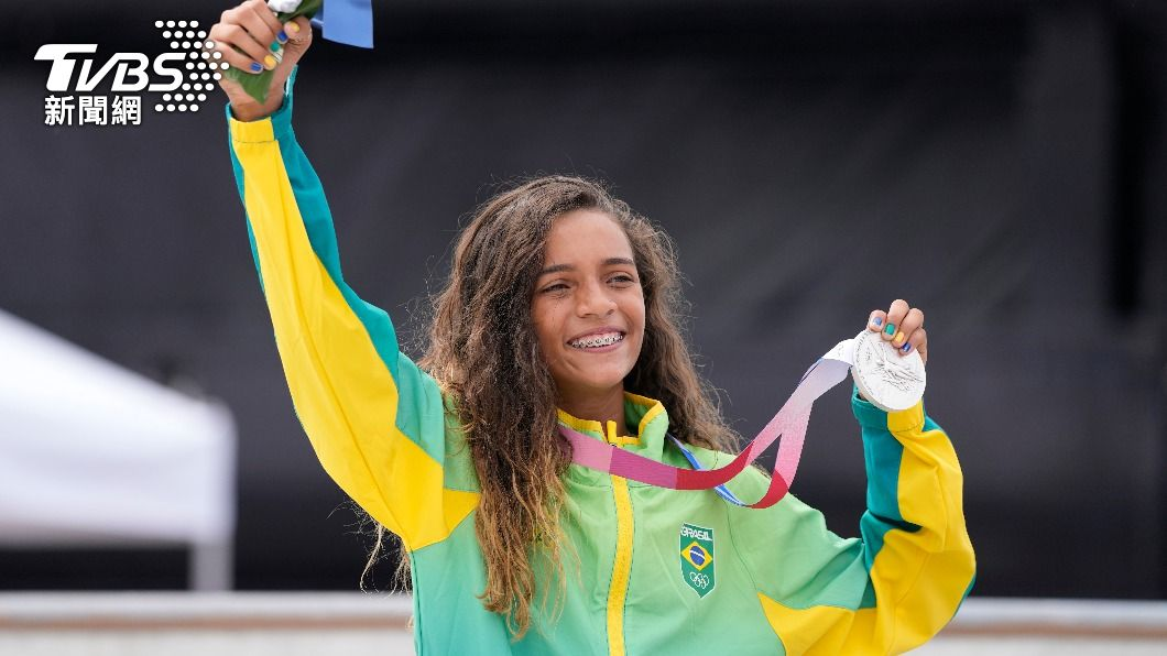 巴西13歲滑手李爾在女子街道賽拿下銀牌。(圖/達志影像美聯社) 巴西13歲滑板「小仙女」摘銀成巨星 綽號秒遭註冊專利