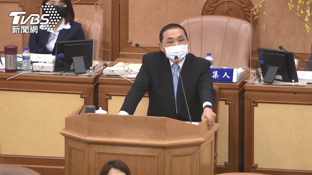 新北市長侯友宜在議會接受質詢。(圖/TVBS) 跟進北市解封餐廳內用?侯友宜:疫情控制住當然有可能
