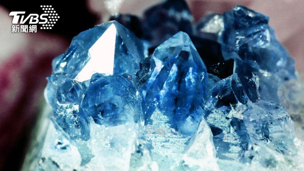 藍寶石簇被工人意外發現。(示意圖/shutterstock 達志影像) 發大財!工人鑽地見「世界最大藍寶石簇」 價值28億