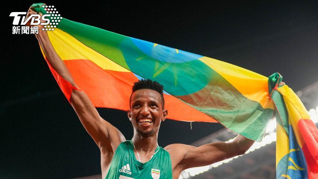 衣索比亞的巴雷加奪東京奧運田徑項目金牌。(圖/達志影像美聯社) 東奧田徑首金出爐! 衣索比亞巴雷加稱霸男子萬米