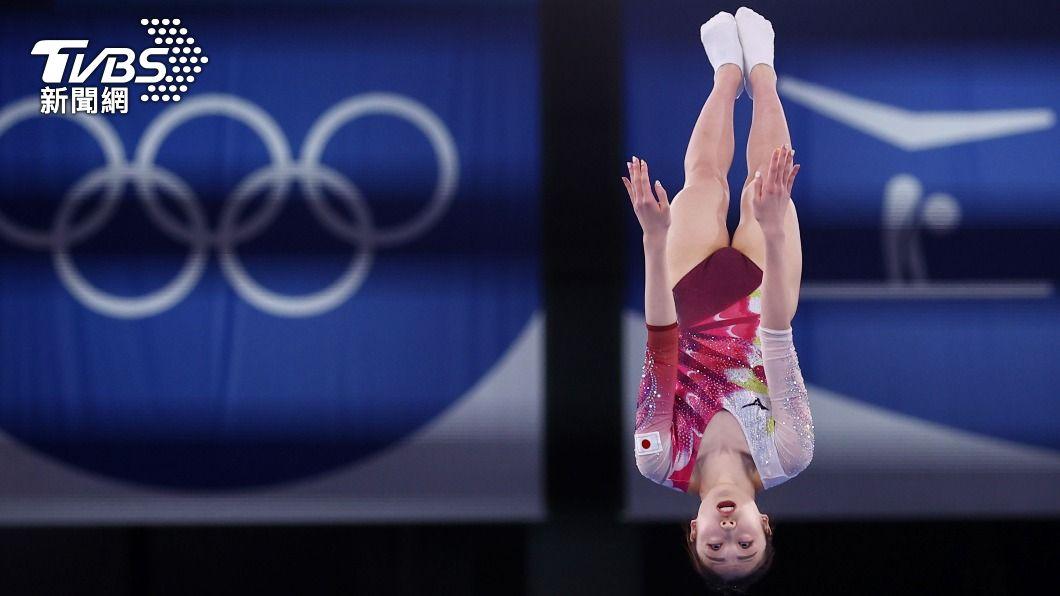 日本選手森光嚴重失誤摔出八強賽。(圖/達志影像路透社) 日本彈翻床女王重摔無緣獎牌 落淚輸給「奧運魔物」