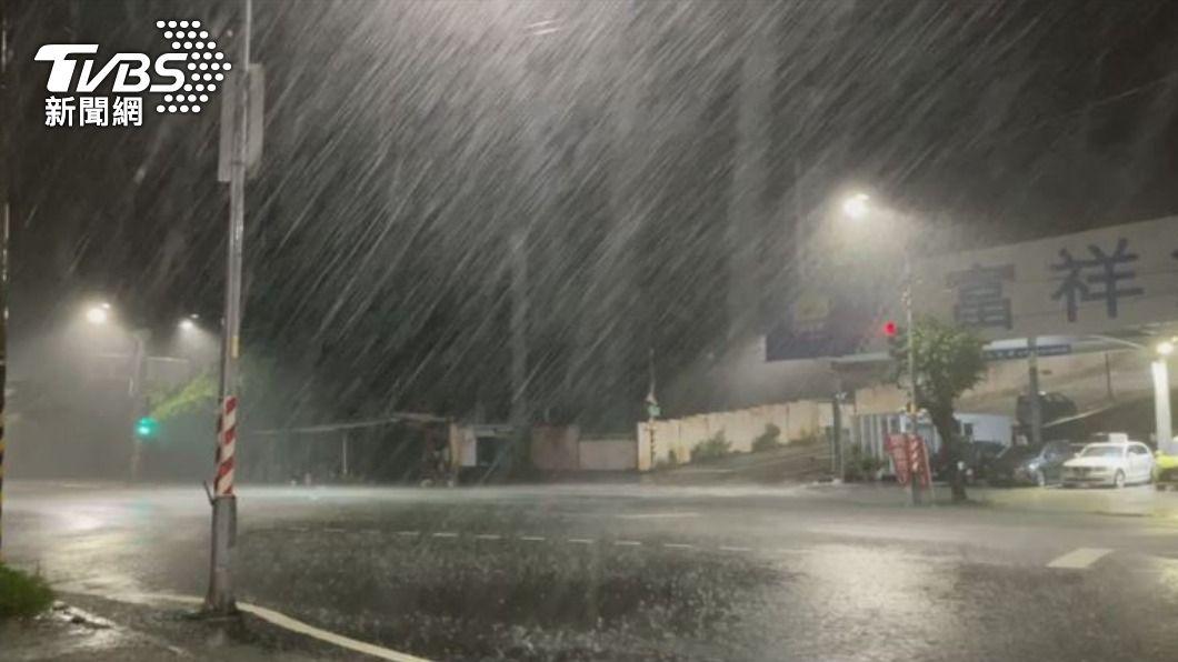 圖/TVBS 雨彈狂炸!高雄屏東雷雨一整夜 白天將持續