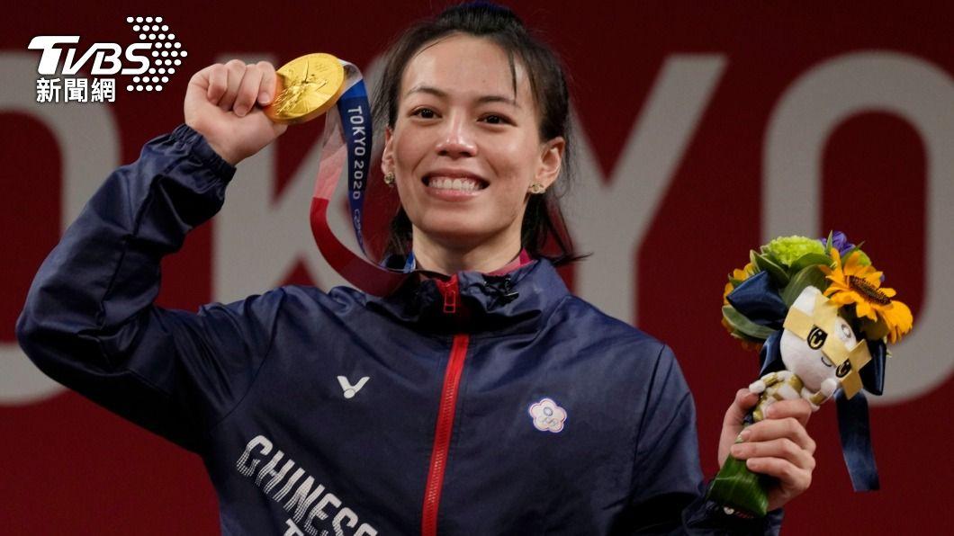 舉重女神郭婞淳在東京奧運女子59公斤量級奪下金牌。(圖/達志影像美聯社) 家族基因太狂 郭婞淳「最帥舅舅」竟是星光幫的盧學叡