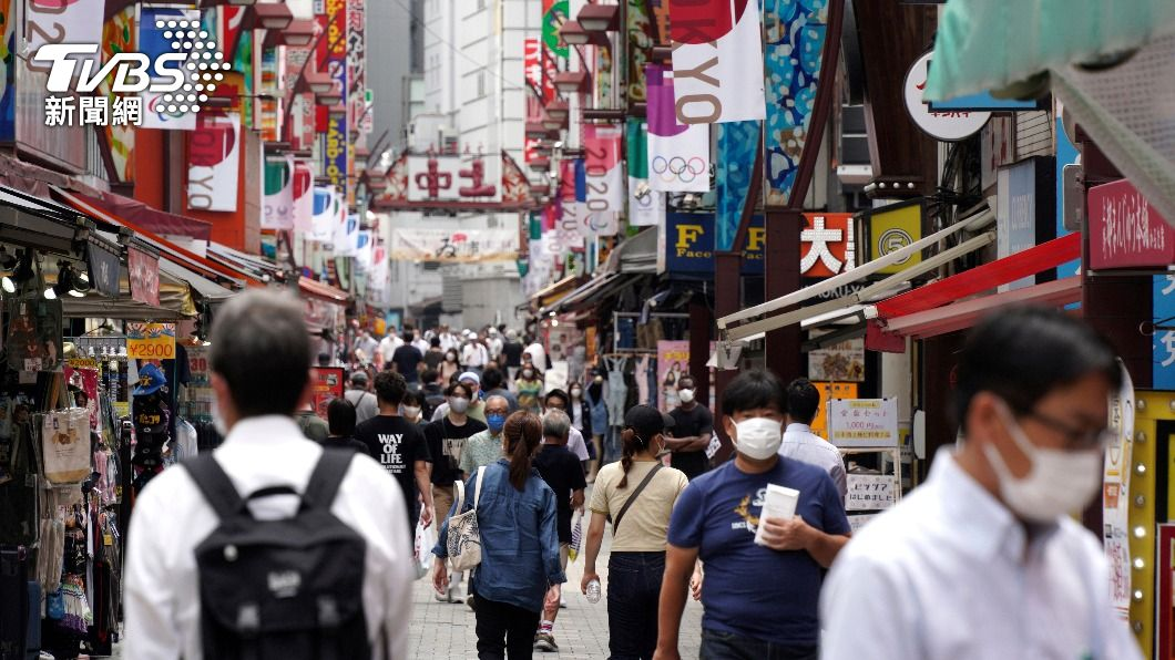 日本已經連續4天通報破紀錄的新冠確診。(圖/達志影像美聯社) 日本疫情全境擴散擋不住 連4日飆破紀錄逾萬人確診