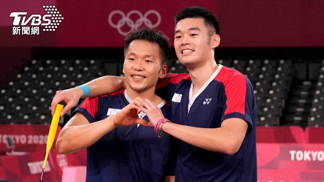 中華隊「麟洋配」拿下本屆奧運羽球男雙金牌。(圖/達志影像美聯社) 李洋被自己逗笑!英文訪問飆「供蝦毀」求救王齊麟也嘸用