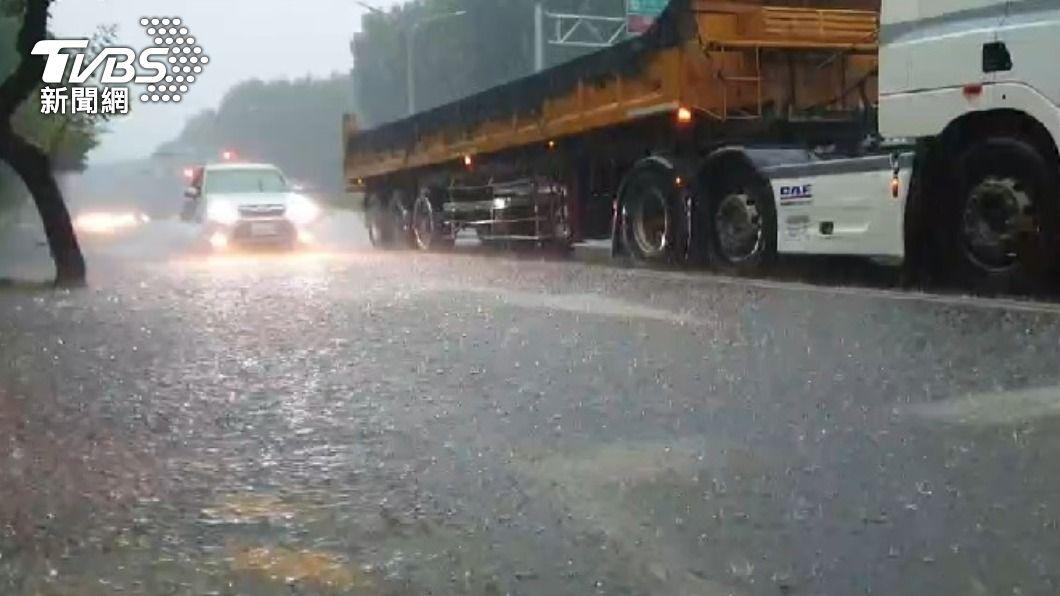 中南部4縣市淹水警戒。(圖/TVBS) 全台10縣市嚴防豪大雨 中彰雲嘉列淹水警戒