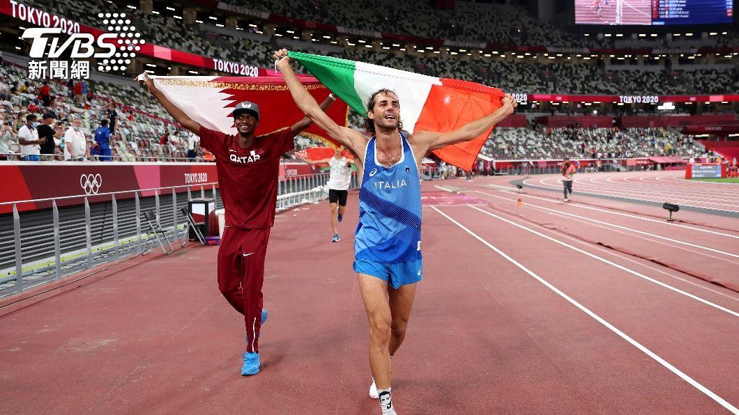 百年來奧運再次產生雙金得主。(圖/達志影像美聯社) 東奧男子跳高平手 選手問:可以有兩面金牌嗎?