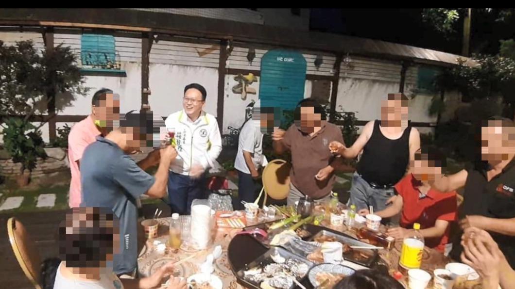 [新聞] 牡丹灣翻版?遭爆跑攤脫罩敬茶 綠委喊冤