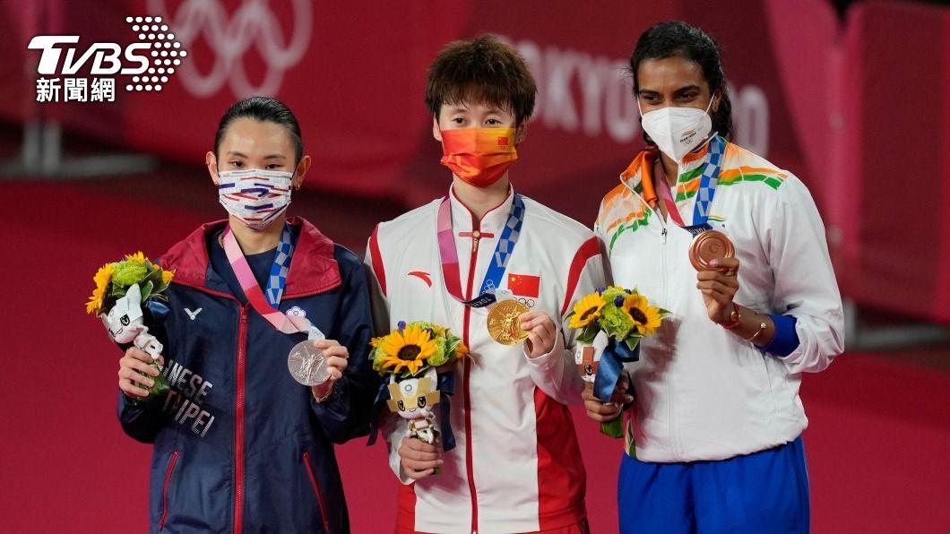 圖為東奧羽球女單頒獎典禮,世界球后戴姿穎奪得銀牌。(圖/達志影像美聯社) 奧運獎牌小祕辛 「金牌」其實是純銀鍍金打造