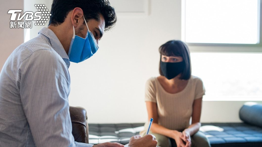 紐約疫情升溫,市長白思豪「強烈建議」在公共室內場合配戴口罩。(示意圖/達志影像路透社) 紐約疫情再起 官員籲已接種疫苗者室內戴口罩
