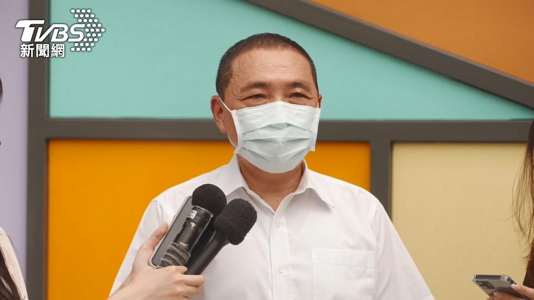 新北市長侯友宜召開記者會說明防疫工作進度。(圖/TVBS) 新北+10!半數餐廳首日開放內用 增內用2規範