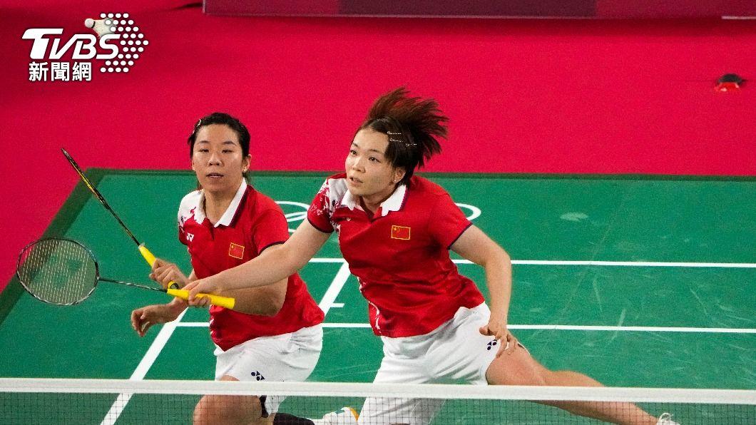 中國女雙組合(左)賈一帆(右)陳清晨。(圖/達志影像美聯社) 中國羽球「粗口姐」完蛋!南韓震怒提出投訴