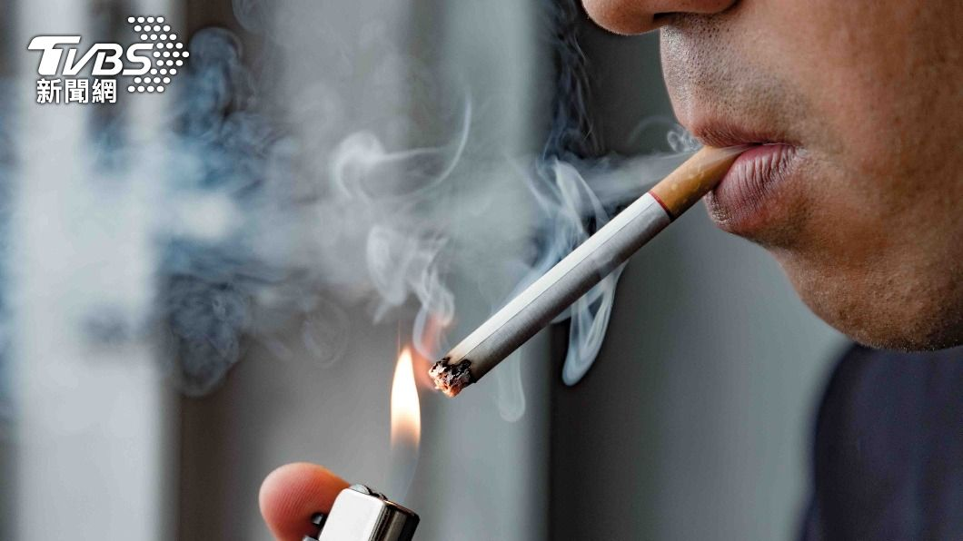 根據研究發現,吸菸者感染新冠肺炎的風險更高。(圖/shutterstock達志影像) 吸菸者小心!染新冠肺炎風險更高 醫曝「這1招」解菸癮