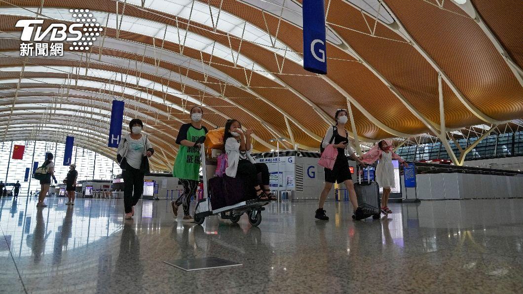 (圖/達志影像美聯社) 上海浦東機場再現疫情 官方:境外感染源引起