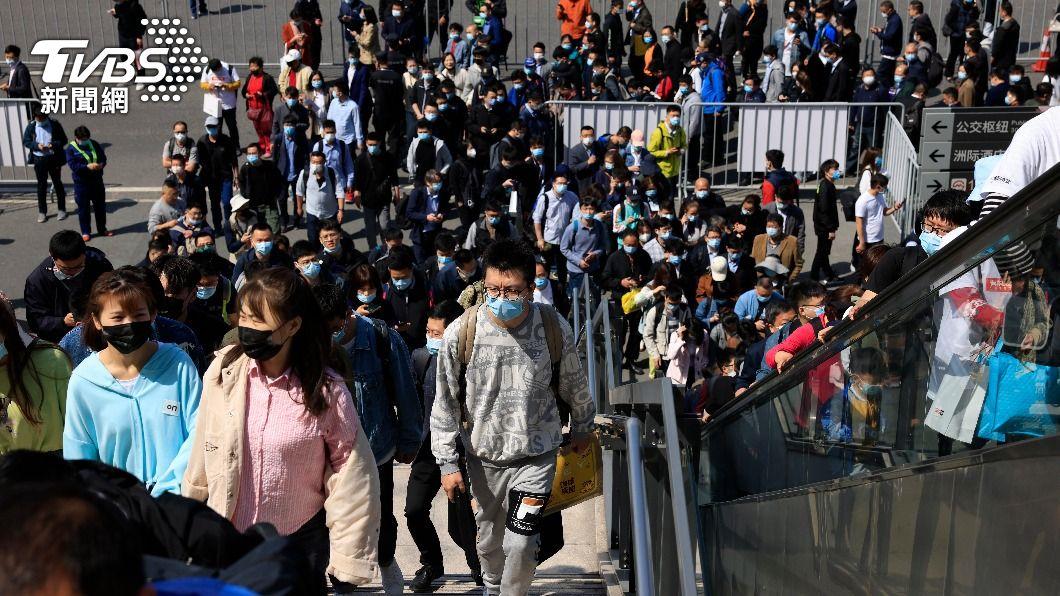 (圖/達志影像美聯社) 上海防疫情再起 車站醫院及學校防疫措施升級