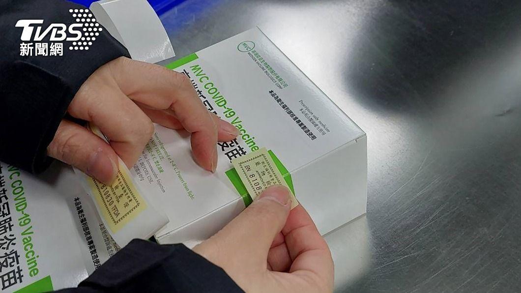 食藥署通過高端疫苗檢驗封緘。(圖/中央社) 高端疫苗何時開打? 陳時中:8月下旬很有機會