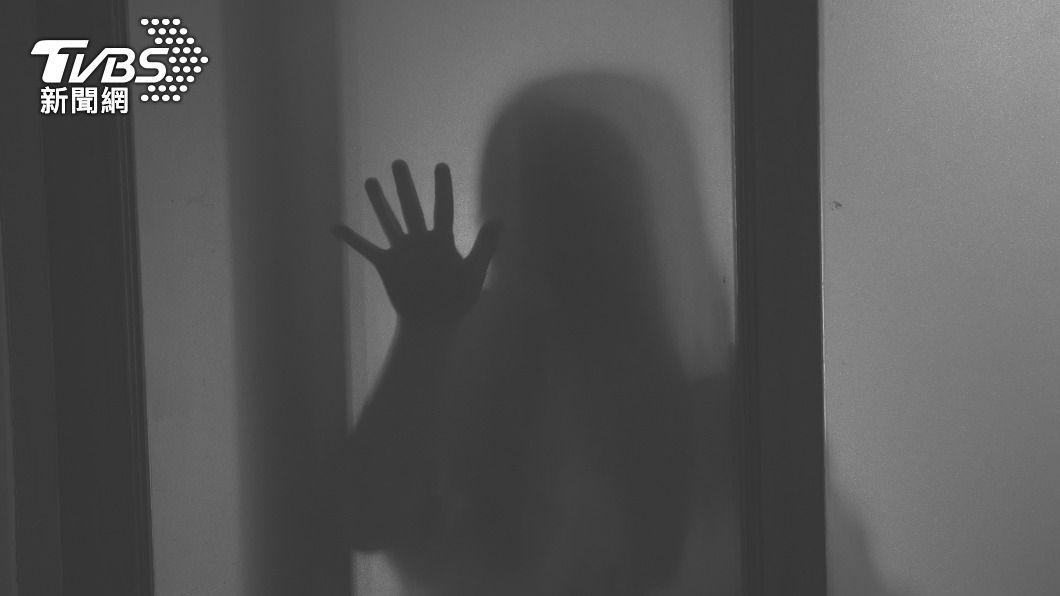 民俗專家提醒鬼月有許多禁忌。(示意圖/shutterstock 達志影像) 觸犯鬼月「6大禁忌」易卡到陰 當心這動作恐惹鬼妻纏身