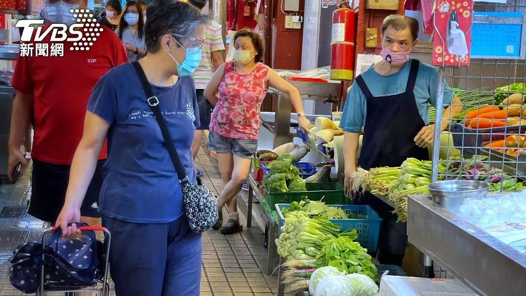 (圖/中央社) 雨傷蔬菜批發價創今年新高 農糧署盼開市止漲