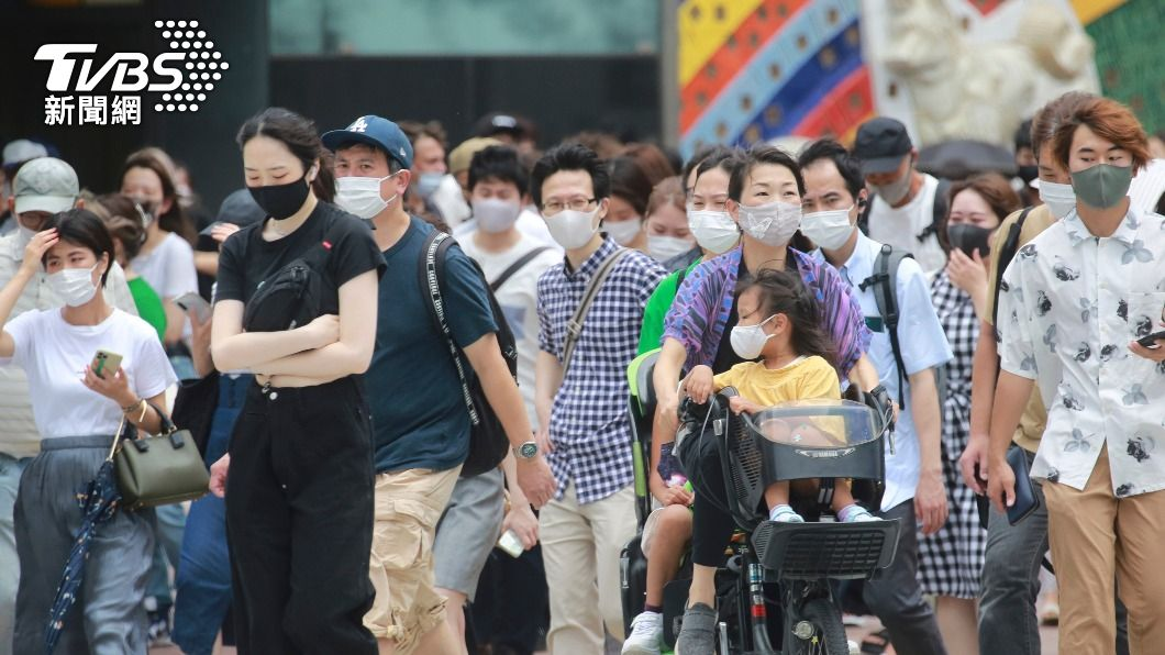 日本疫情達災難性等級。(圖/達志影像美聯社) 確診數破5千!東京疫情「災難級」 菅義偉:速設氧氣站