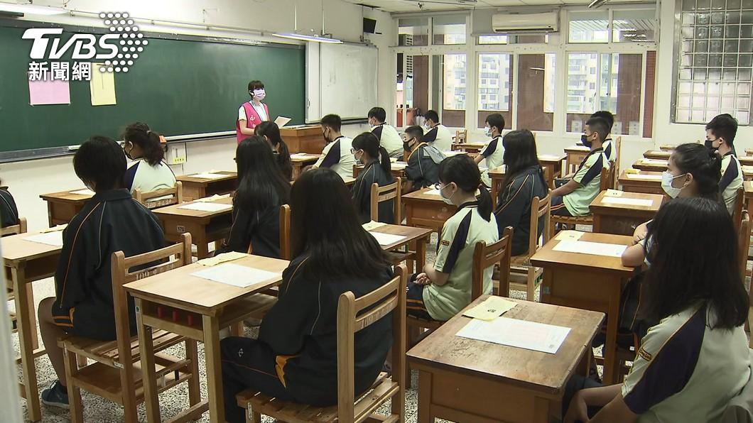 圖/TVBS 快訊/高雄青少年BNT接種意願 國中96%、高中92%