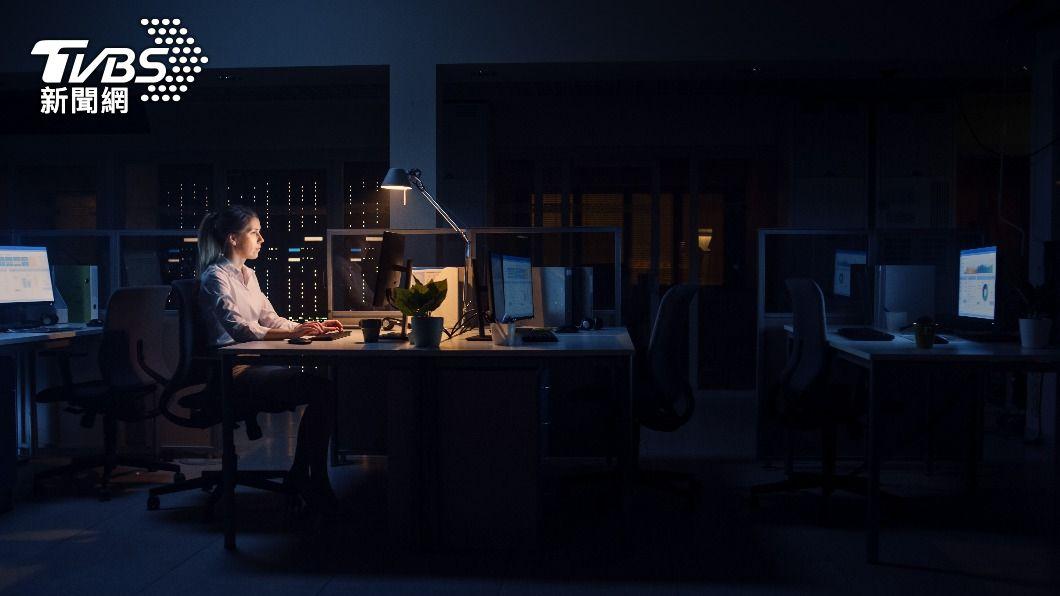 勞基法限制女性勞工夜間工作條文日前遭大法官宣告違憲。(示意圖/shutterstock達志影像) 限制女性夜間工作違憲!綠營立委:勞動部需修法規畫