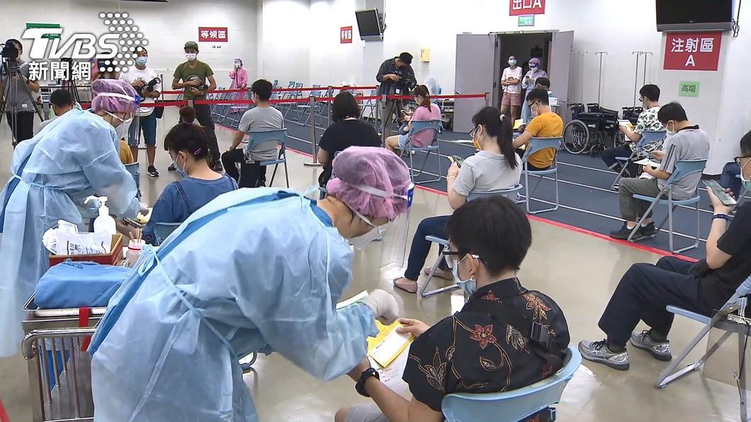 第十輪也開放BNT疫苗施打。(圖/TVBS資料畫面) 65歲下有望打BNT!陳時中洩「預約關鍵」最快下個月