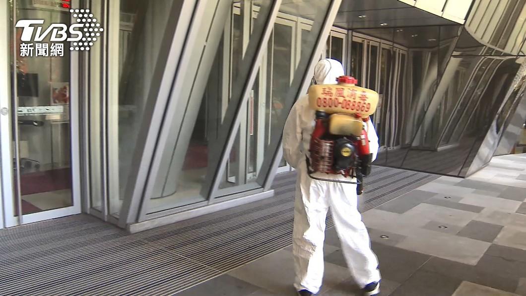板橋大遠百一名櫃姐確診。(圖/TVBS) 板橋大遠百櫃姐足跡曝!這4天「都有上班」還跑2店吃日料