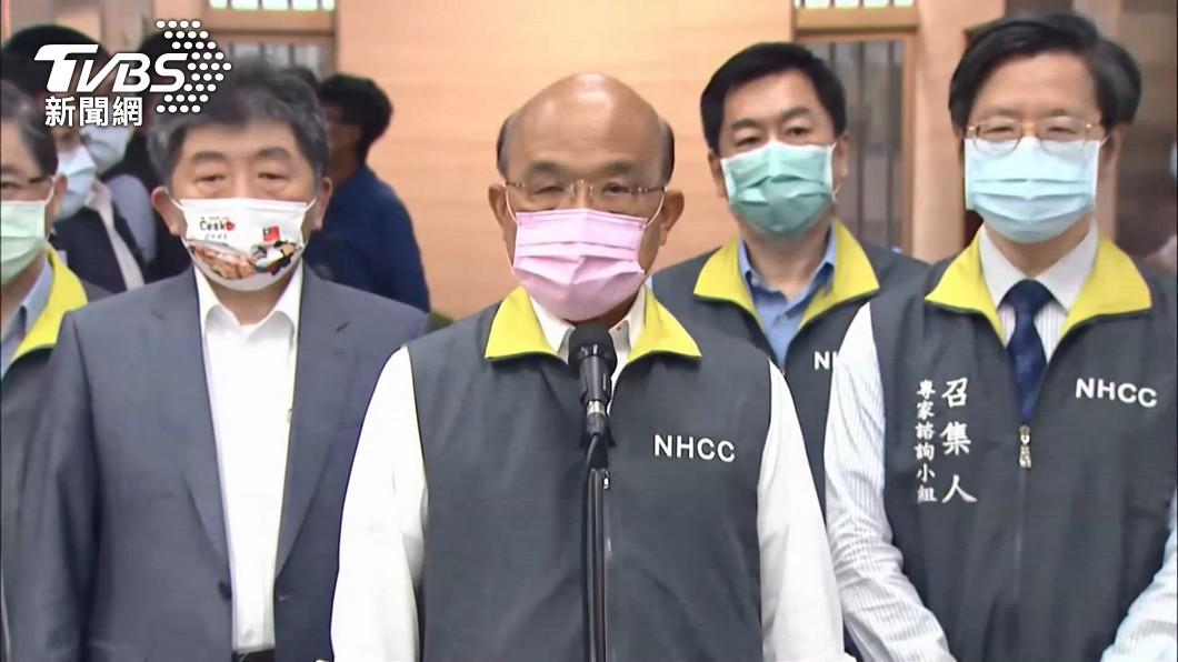 行政院長蘇貞昌(左2)。(圖/TVBS) 疫情苦難未完…蘇誇台「幸福之地」 她轟:虧綠委吞得下