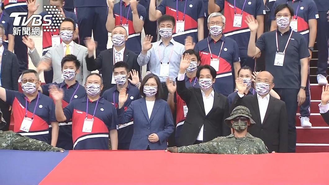 蔡英文先前熱情為東京奧運選手加油。(圖/TVBS資料畫面) 爆國手打嘸疫苗險棄賽 他轟蔡英文不在乎:反正蹭夠東奧