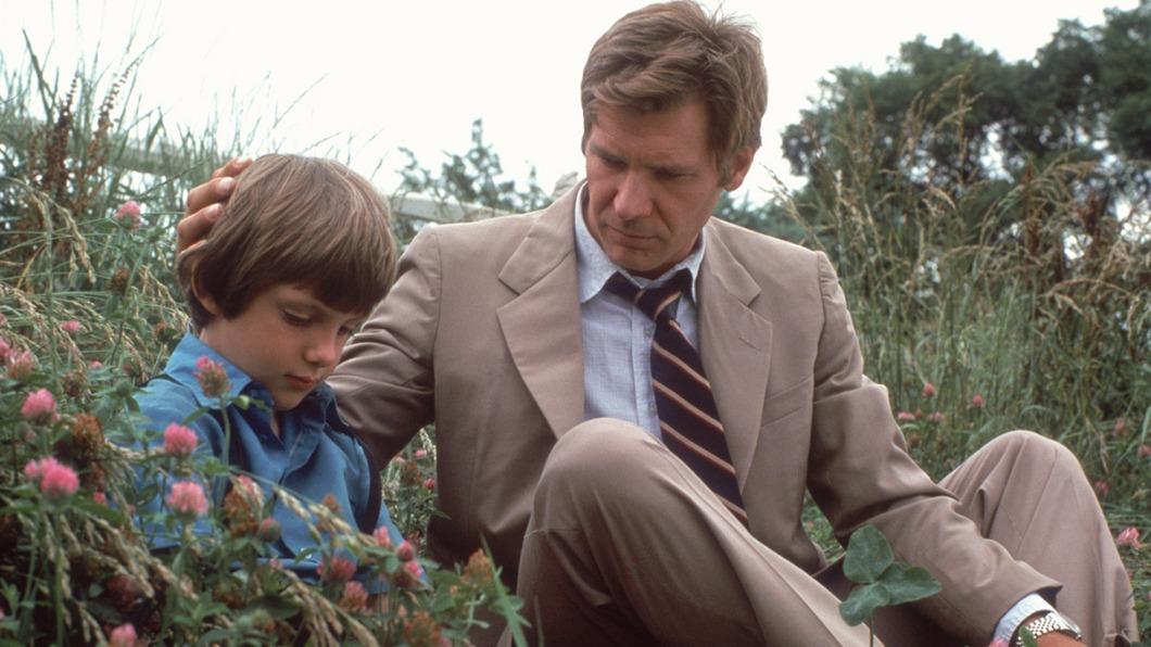 《證人》哈里遜福特化身溫柔警探,照顧證人母子。(圖/高雄電影節提供) 雄影重映5部經典 好萊塢巨星迷人身影再現大銀幕