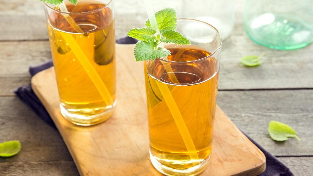 市售綠茶種類多樣。(示意圖/shutterstock達志影像) 喝1杯降膽固醇兼抗癌!營養師曝「市售綠茶」如何挑