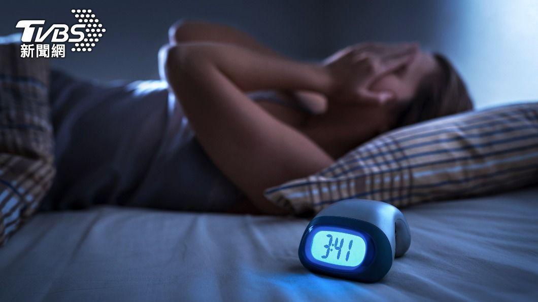 心理師指出,新冠疫情下失眠人口增多。(圖/shutterstock 達志影像) 「新冠失眠」悄悄來襲!專家曝這6招有效改善秘訣