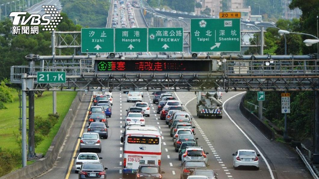 因應中秋連假到來,國道實施高乘載管制。(圖/TVBS資料畫面) 中秋連假國道返鄉4建議 高公局:這路段最塞
