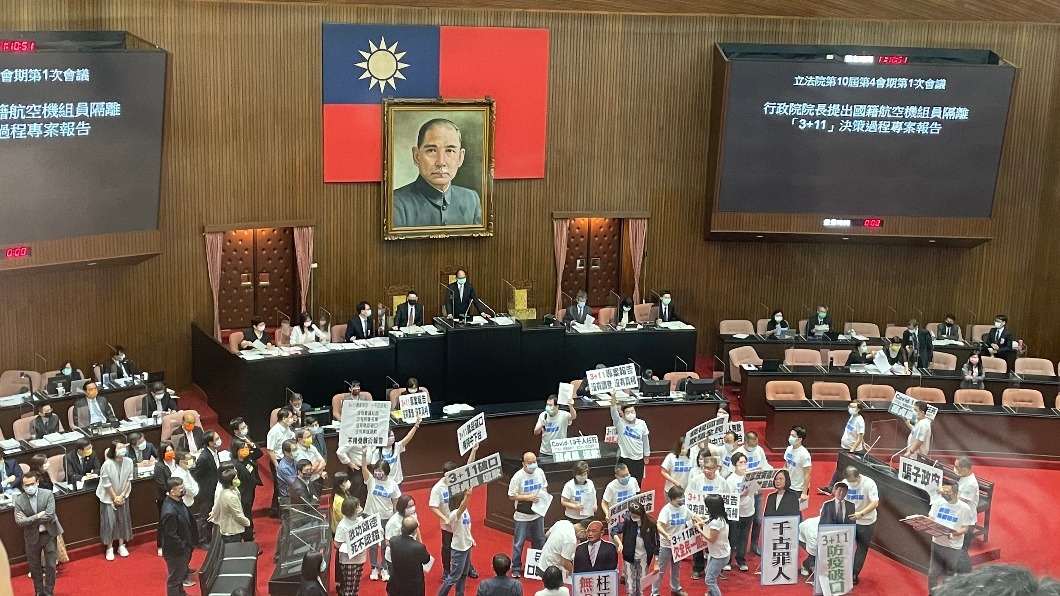 國民黨團批評蘇貞昌提出的3+11報告毫無誠意。圖/TVBS 砲轟3+11報告全是「大內宣」 藍委要求蘇貞昌道歉