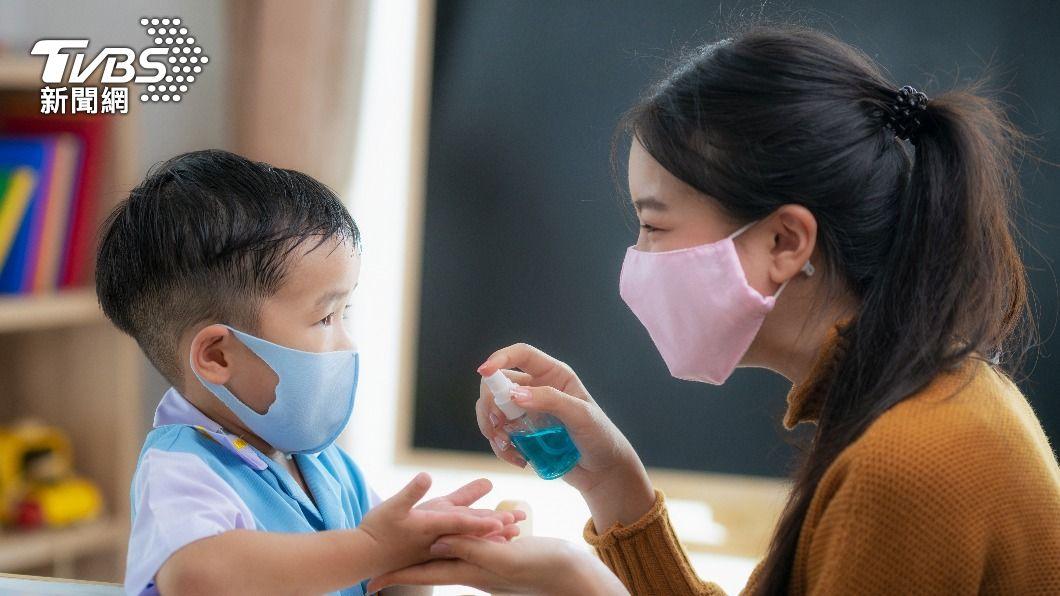 陳欣湄醫師指出,新冠肺炎感染族群有「幼童化的趨勢」。(圖/shutterstock達志影像) 家長注意!Delta病毒「幼童化」 醫曝這症狀要小心