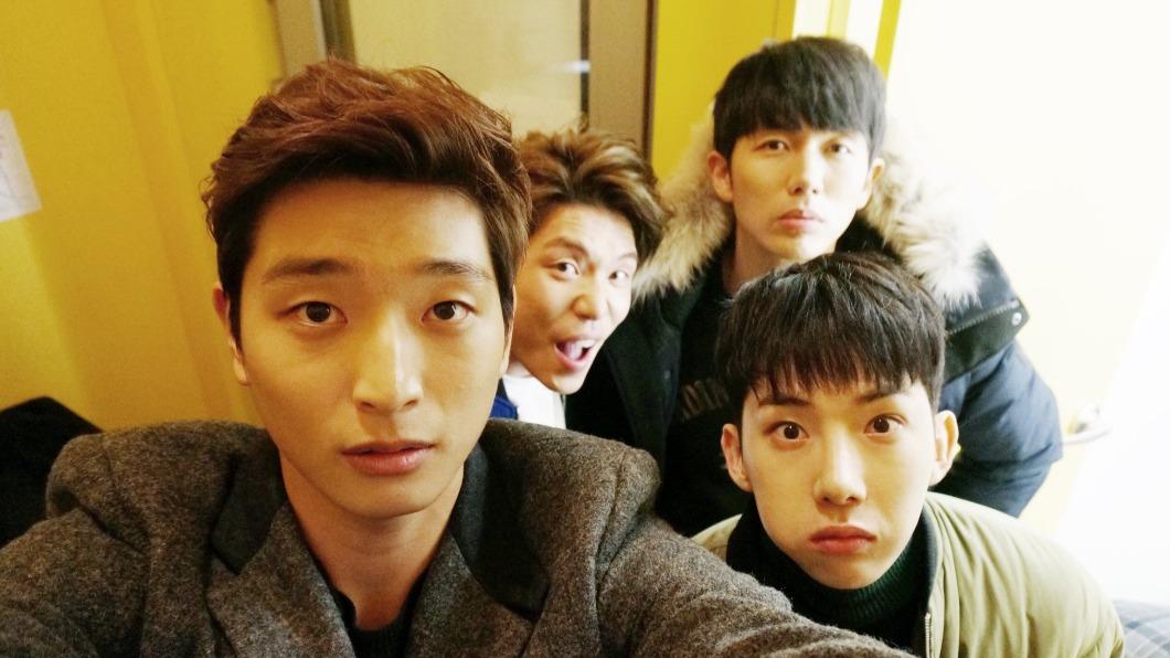 韓媒爆2AM即將回歸。(圖/翻攝自2AM臉書) 睽違7年完整體回歸! 韓媒爆「2AM新專輯進度」