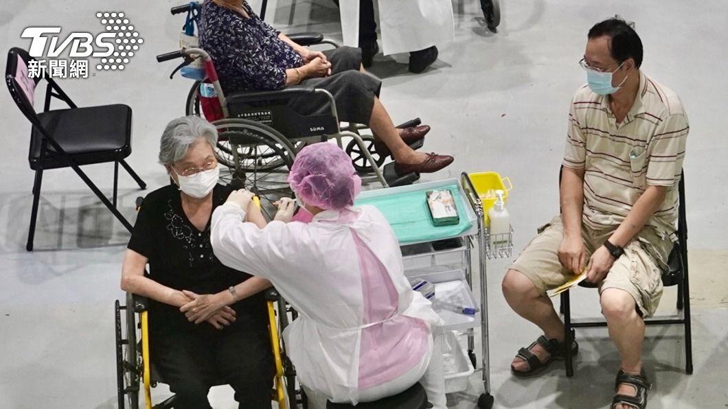 (圖/中央社) 高雄莫德納疫苗第2劑27日開打 市府將發放通知單
