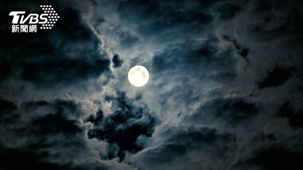 中秋節各地賞月機率高。 (示意圖/shutterstock 達志影像) 中秋連假賞月機率曝光!第15號颱風「這天」恐生成