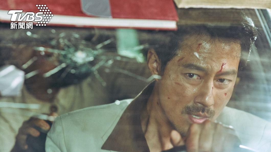 趙寅成主演的電影《逃出摩加迪休》改編自真實故事。(圖/車庫娛樂提供) 趙寅成為戲定居摩洛哥4個月 最難忘和「他」激烈打鬥