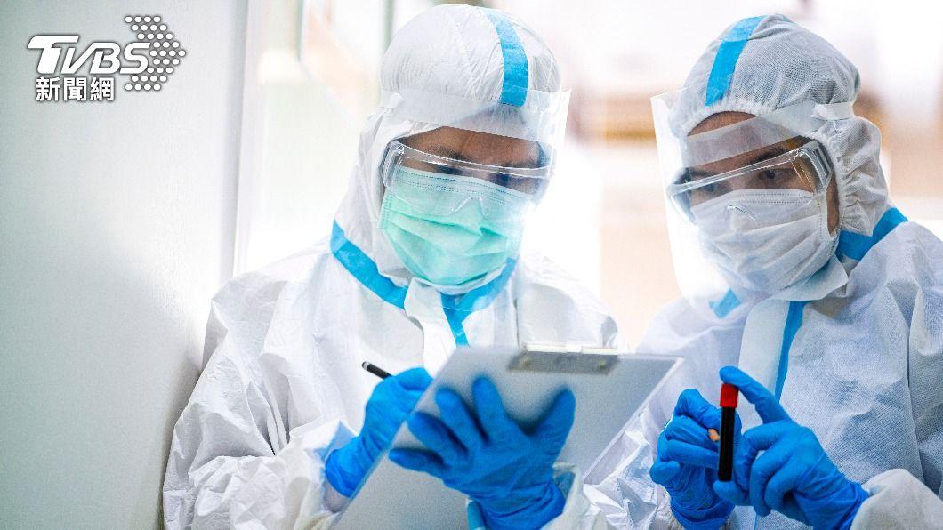 日本新冠肺炎疫情持續降溫。(示意圖/shutterstock達志影像) 東京疫情持續降溫!時隔2個月半 單日確診少於4百例