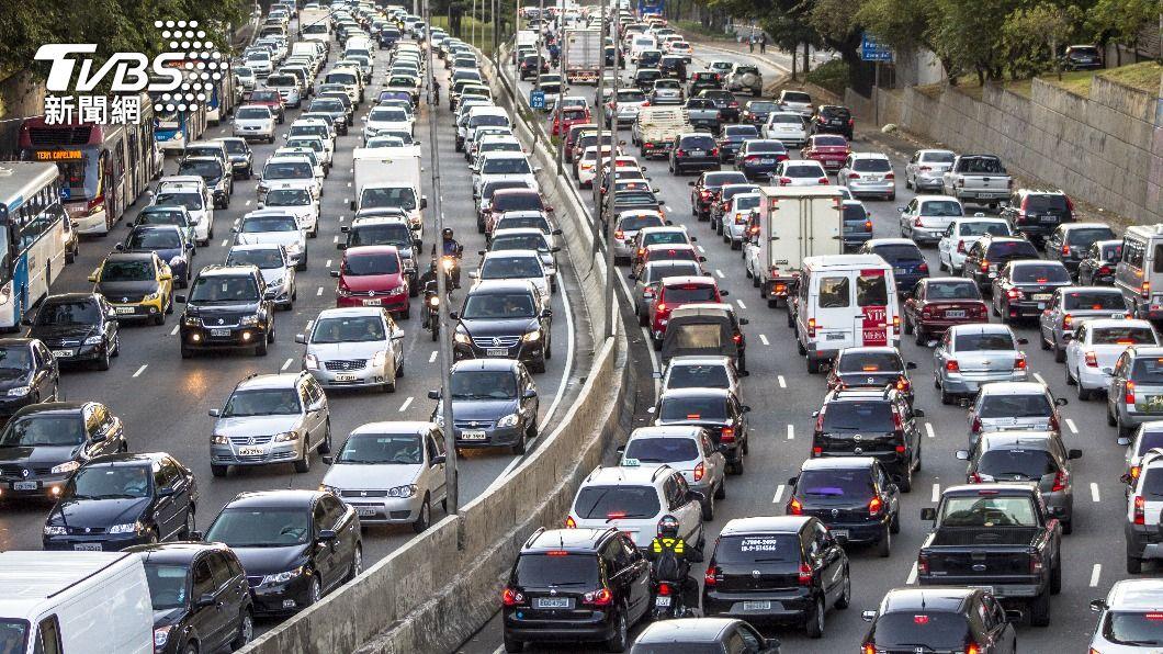 中秋連假國道有9路段易壅塞。(示意圖/shutterstock達志影像) 中秋收假「國道10小時免收費」 估9路段最塞