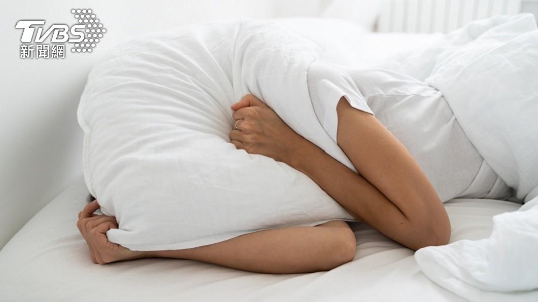 許多人常被惡鄰居發出的噪音搞到失眠崩潰。(示意圖/shutterstock達志影像) 嫌樓上鄰居太吵 尪反向抱起妻「倒立狂踱天花板」報復