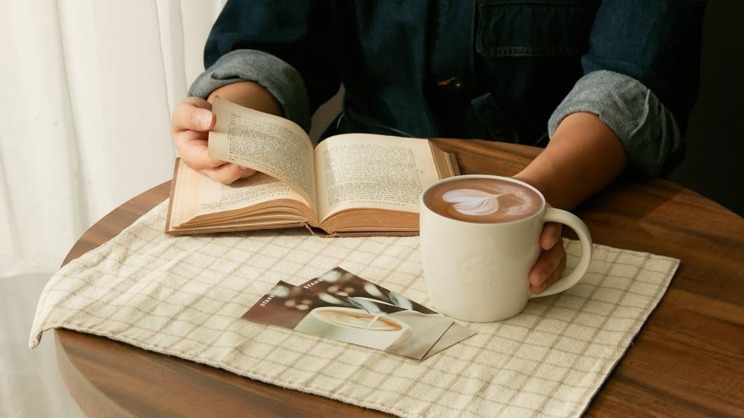 四大超商和星巴克祭出咖啡優惠。(圖/翻攝自星巴克咖啡同好會Starbucks Coffee臉書) 4大超商、星巴克咖啡優惠一次看 抽抽樂最低兩杯0元