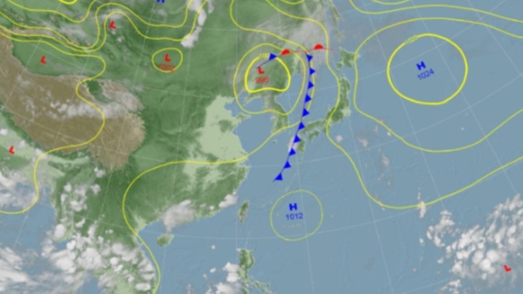 地面天氣圖。(圖/翻攝自中央氣象局) 中秋過了還像夏天!東北風這天報到轉涼 降雨熱區曝