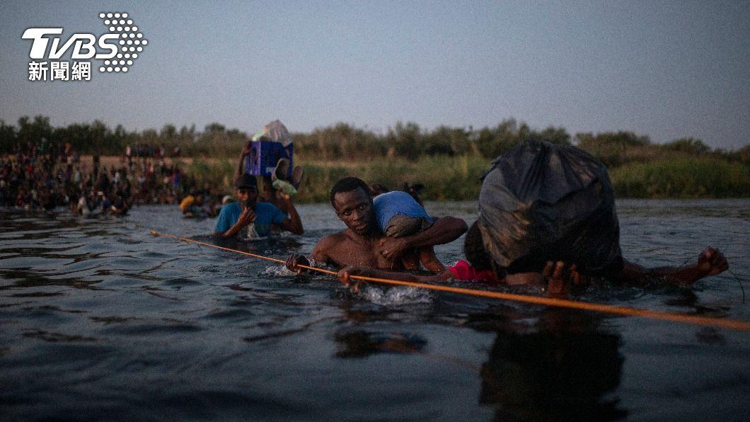 喀布爾逃難翻版!海地難民爭搶登美專機