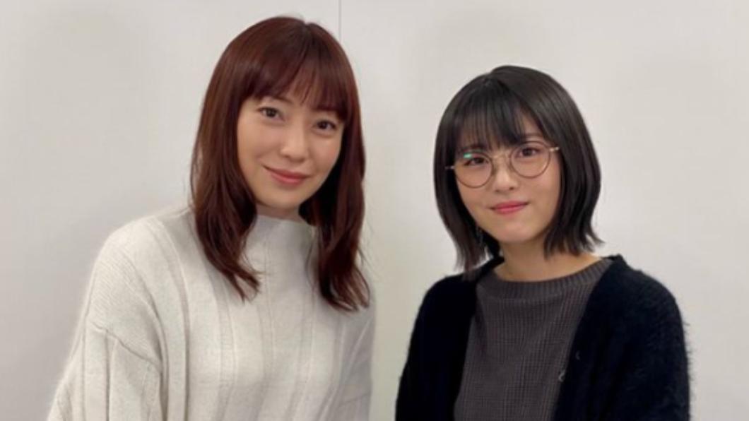 44歲的菅野美穗(左)對於體態的維持曾分享自己獨特的小撇步。(圖/翻攝自uchikare_ntv IG) 看不出是2寶媽!日女星揭維持體態秘密:日常習慣裡挖掘